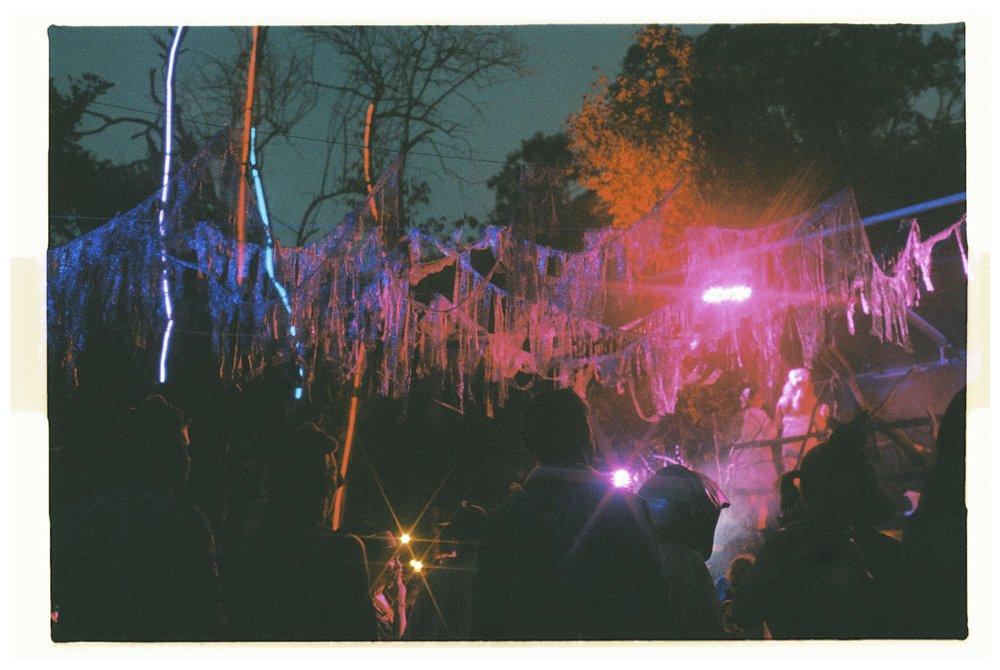 Crowd - Nikon F3 - Lomography 800 - 3.jpg