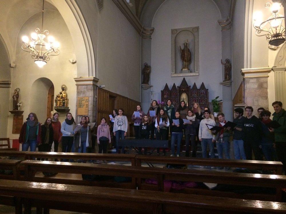 Prova de veu a l'església de Sant Hilari abans del concert.