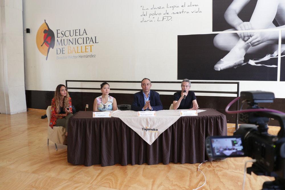 TV interview @Escuela de Municipal de Tlajomulco de Zuniga      TVインタビュー Tlajomulco市立バレエ学校(メキシコ)