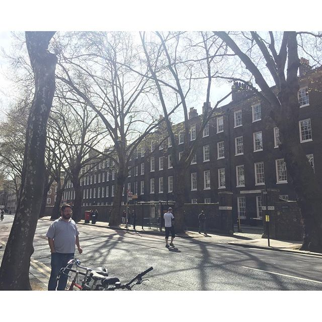 Lovely London street ft. Classic London bloke 🌞🌞