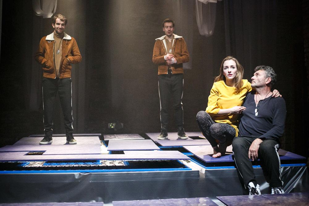 Švandovo divadlo (Divadlo Spektákl) - Stanislaw Lem: Solaris (directed by Jan Holec) - Hari