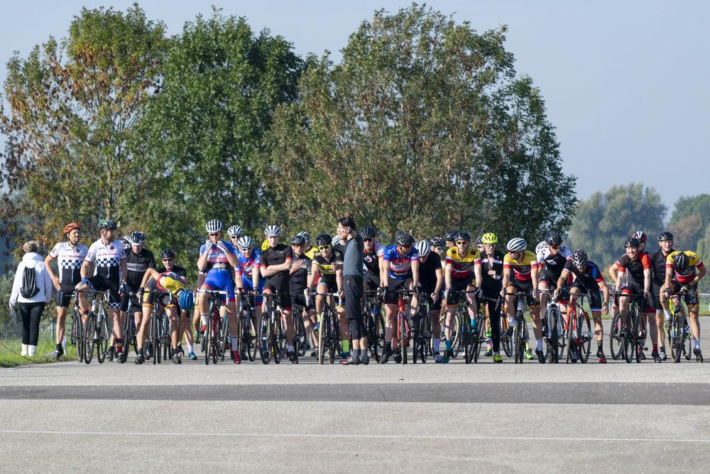 Voor de start van het Open Utrechts Kampioenschap Veldrijden op de Nedereindse Berg