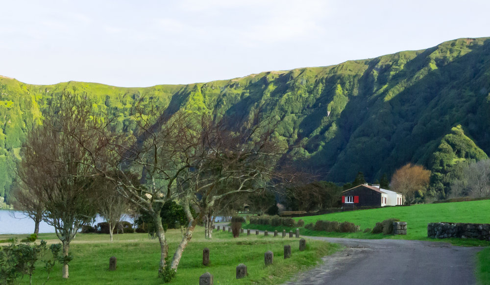 The road to Furnas