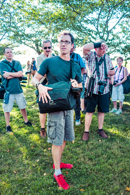 Photographer Trey Ratcliff showing the Peak Design Messenger Bag - Washington D.C., 2015