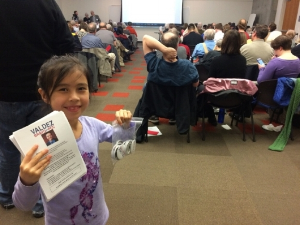 Alani handing out campaign buttons and flyers at the Washington County Democrats Central Committee Meeting.