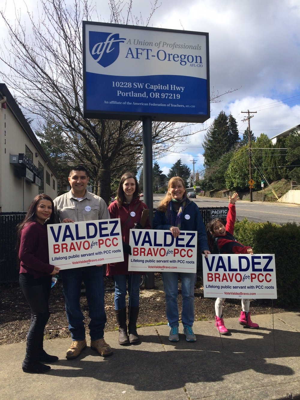 Awesome volunteers meeting up at the AFT-Oregon office to kick off yard sign canvassing!