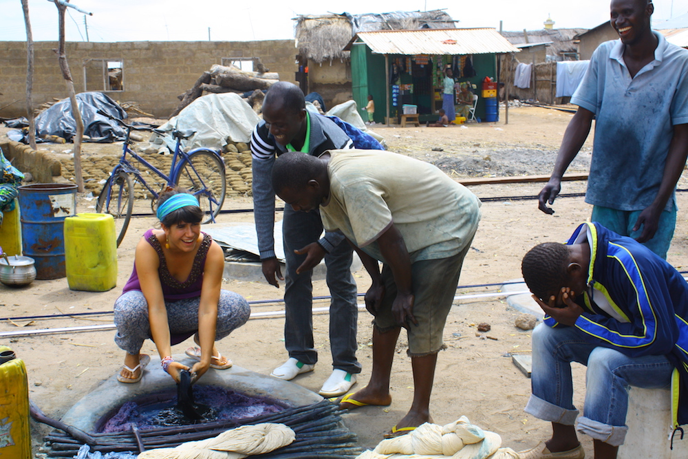 Jessica learns to dye in the indigo village of Daboya, much to the amusement of the locals. Photo by Lars Eikelenboom (2011)