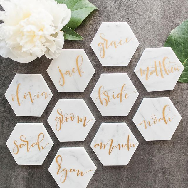 Marble, grey, gold ✨ I'll never get over these place cards done by @paintingforcheese 😍 . . Photo: @stephaniemariephotography Floral: @esfloral2005 Design: @whiteivyevents Venue: @eastbankvenue