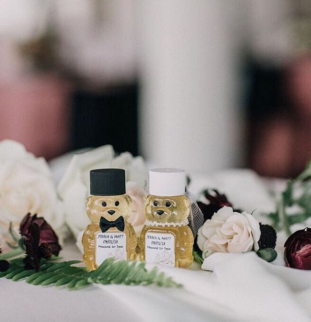 When your parents win the award for the Minnesota State Fair Best Honey you have to give some away as favors at your wedding! 🍯 Event design is about these details. Little pieces of the couple scattered throughout each detail of the day. . . More on this, I have some strong feelings on event design. Sadly, I've had conversations with a few brides lately who felt like they were ripped off when it came to hiring a vendor to design their day. It has sparked me to write a blog post on the topic! Let me know specific thoughts or questions you want me to touch on in the comments below ⬇️ Pricing? Hours? Budget? . . Photo: @jennamahr Floral: @hydrangeabloomia Venue: @eastbankvenue