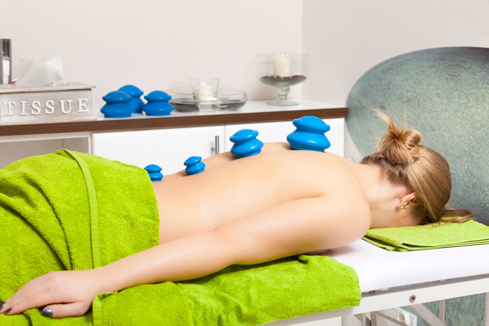 Beautysalon.Womangettingspacuppingglassvacuummassage.jpg