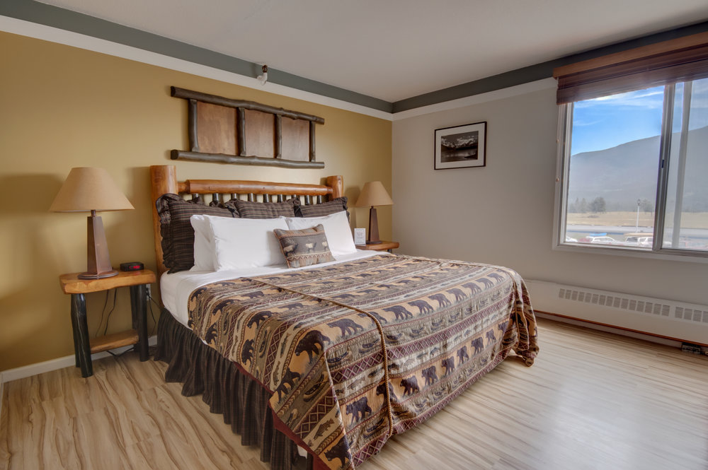 HONEYMOON SUITE (KING MOUNTAIN VIEW ROOM)