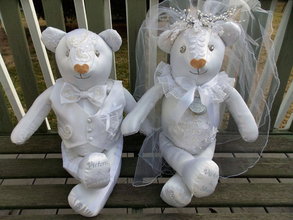 wedding couple bears.jpg