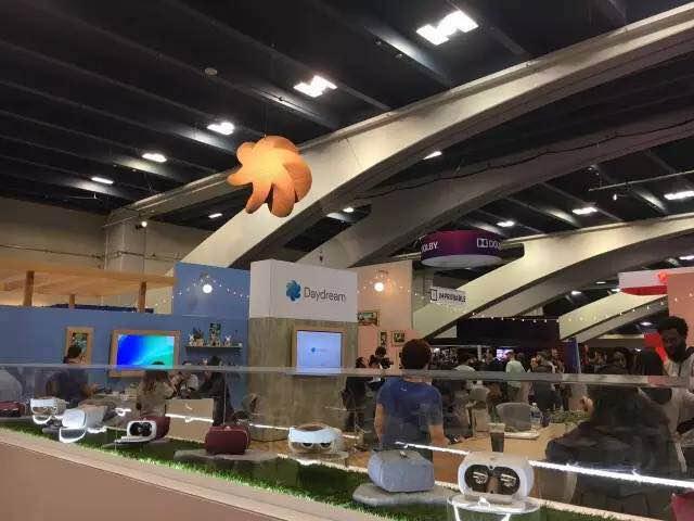 谷歌的VR开发平台DayDream展出多种VR头戴设备和示例游戏以供体验