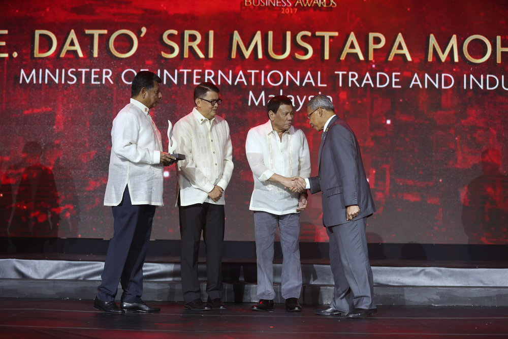 H.E. DATO' SRI MUSATAPA MOHAMED MINISTER OF INTERNATIONAL TRADE AND INDUSTRY MALAYSIA