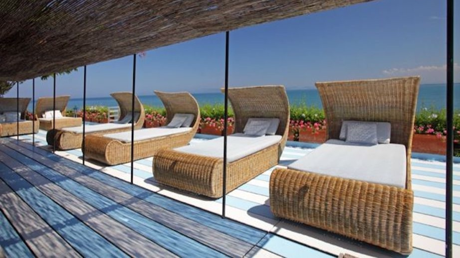 villa azzurra - Sleeps: 12Price from: EUR 24,000 / weekLocation: Porto Santo StefanoFeatures: Direct access to the sea and cook