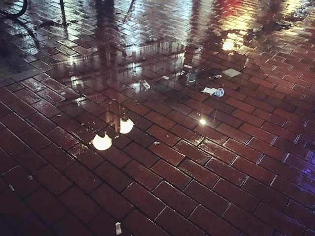 🎼 Walking through the city at night, regretting that I don't have more Pixels with me, but still enjoying the show just as much. #lastnightinhamburg #4am #puddlegram #bricks #iseverythingartoramIjustthathigh