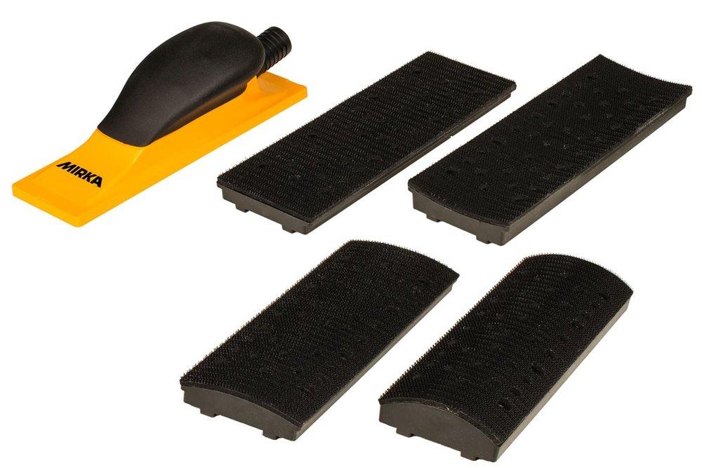 Yleistyökalu, joka sopii hiomatukirunkoon kiinnitettävien levyjen ansiosta sekä kuperien, kaarevien että tasaisten pintojen hiontaan. Eri levyjen vaihtaminen on nopeaa ja helppoa. Pakkaus sisältää hiomatuen rungon 70 x 198 mm, ulkomitaltaan Ø 20/28 mm letkuadapterin ja 4 vaihdettavaa levyä (Kupera R = 160 mm, Kaareva R = 52 mm, Kaareva R = 100 mm ja Suora)