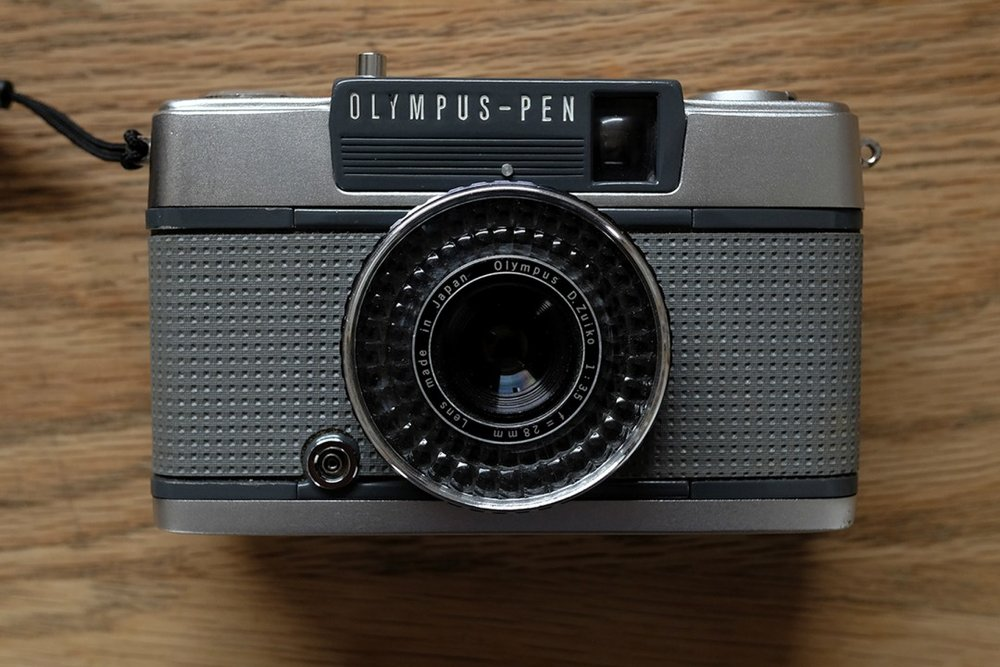 THE OLYMPUS PEN EE2 - A REVIEW