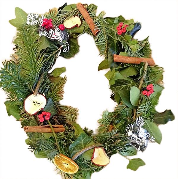 CHRISTMASBW_NatalieAhmed_WreathCOLL.jpg