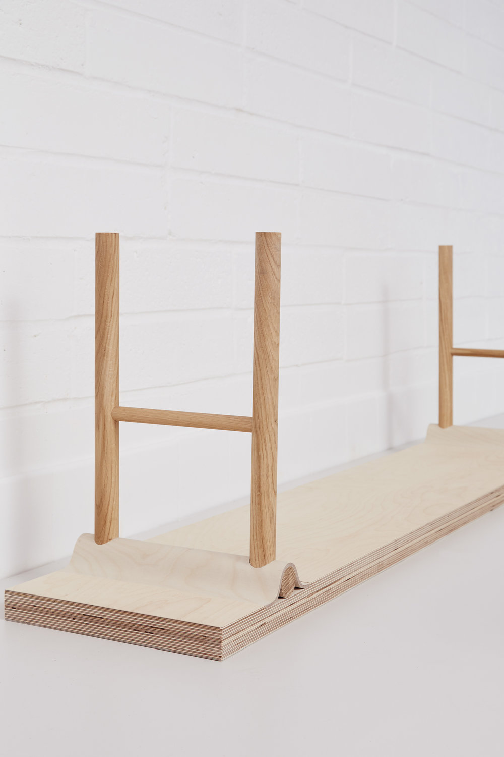 Plywood curved joint bench by Lozi