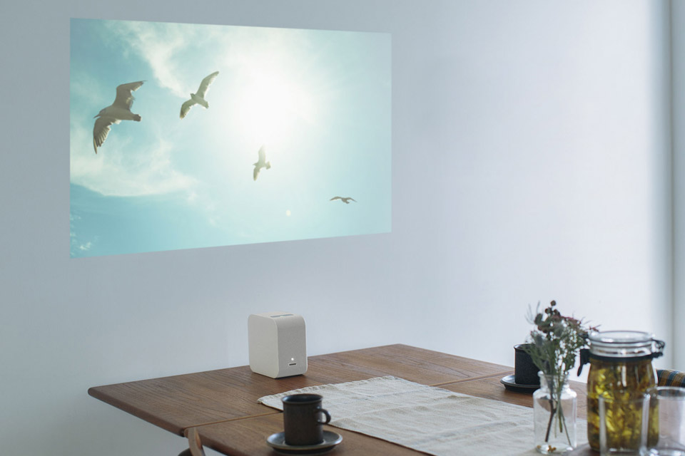 sony-portable-ultra-short-throw-projector-02.jpg