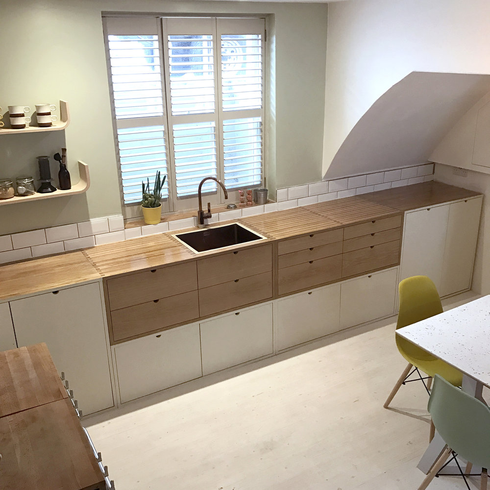Anna & Kirsty's oak and birch plywood kitchen by Lozi