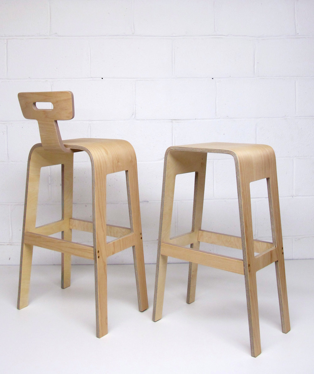 Fabienne wanted her bar stools to come with an extra back rest to make them more comfortable.