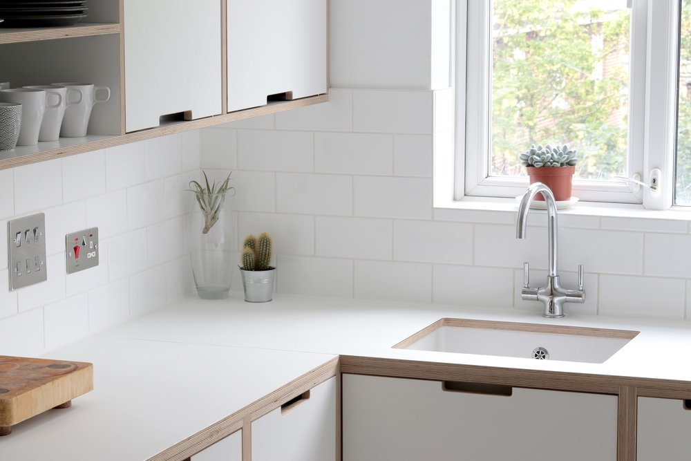 By hiding the edge of the sink underneath the counter top, Lozi creates a seamless surface which makes the space look longer.