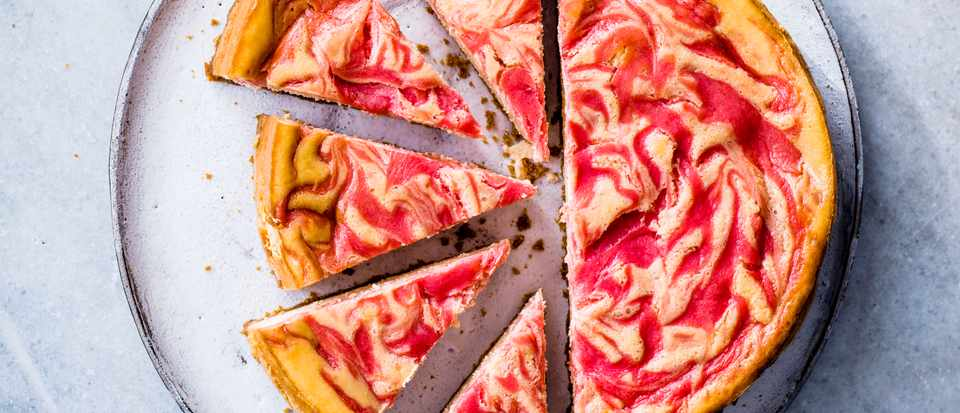 Rhubarb-and-custard-cheese-cake-e87dc08.jpg