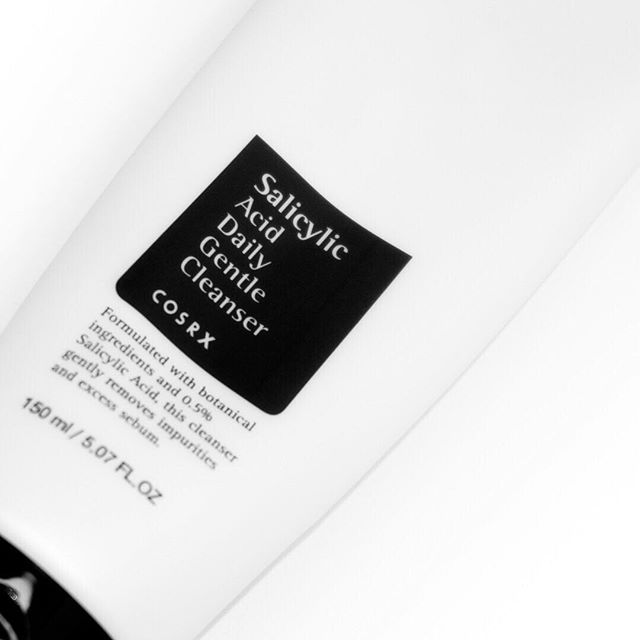 After 6 weeks of testing, the COSRX Salicylic Acid Daily Gentle Cleanser is now up on the blog! 🙋‍♀️ Also this weekend i've scheduled in some time to catch up on all unread blog posts, can't wait to see all your thoughts and discover more products! ⠀⠀⠀⠀⠀⠀⠀⠀⠀ Have you guys tried this or a similar BHA cleanser? I found that using this only once a week is sufficient for my dry skin, but I'm sure that oily skin types would make more use out of this🤔 . . . #skincareblogger #skincare #cosrx #salicylicacid #salicylicacidexfoliatingcleanser #exfoliator #cleansers #kbeauty #kskincare #koreanproduct #teatree #exfoliatingcleanser #abcommunity #skincare #hkbeauty #hkbeautyblogger #bblogger #blackandwhite #productphotography #oilyskincare #oilyskin #dryskin