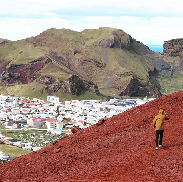 Climb on top of an active volcano which is still warm 🌋 . . . #travel #iceland #jscampers #volcano #vanlife #adventure #westmanislands #vestmannaeyjar #hiking #nature