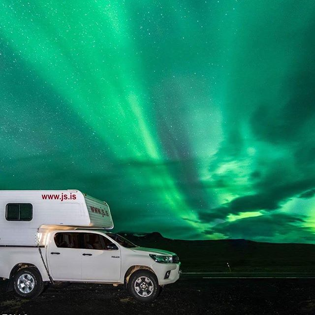 The northern lights usually come during winter but sometimes if you're lucky you can catch an amazing show like this towards the end of summer ✨ . . . #jscampers #iceland #northernlights #aurora #nature #beautiful #travel