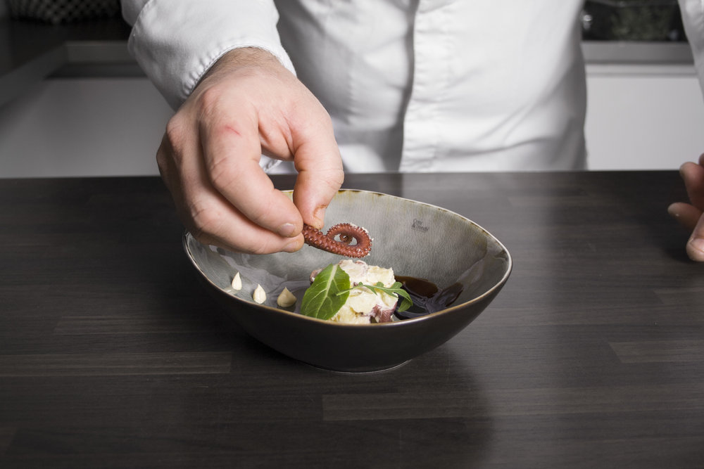 De ingrediënten worden met zorg door onze koks geselecteerd - Door de creativiteit van onze koks blijven zij zich culinair ontwikkelen.