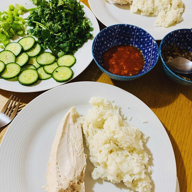 Hainanese chicken rice for Monday night dinner. I needed comfort food & this is one of my favourites. I first had it at Banana Leaf in Glasgow years ago, and wanted to make it at home straight away - that's how much I loved it. I made this one using the recipe on @steamykitchen and it turned out perfectly 👌  #glasgow #theglasgowfoodblog #food #foodpics #foodporn #foodphotography #glasgowfood #instafood #foodblog #foodblogger #theglasgowfoodcompany #peoplemakeglasgow #visitscotland #scotland #scotlandisnow #hainanesechickenrice