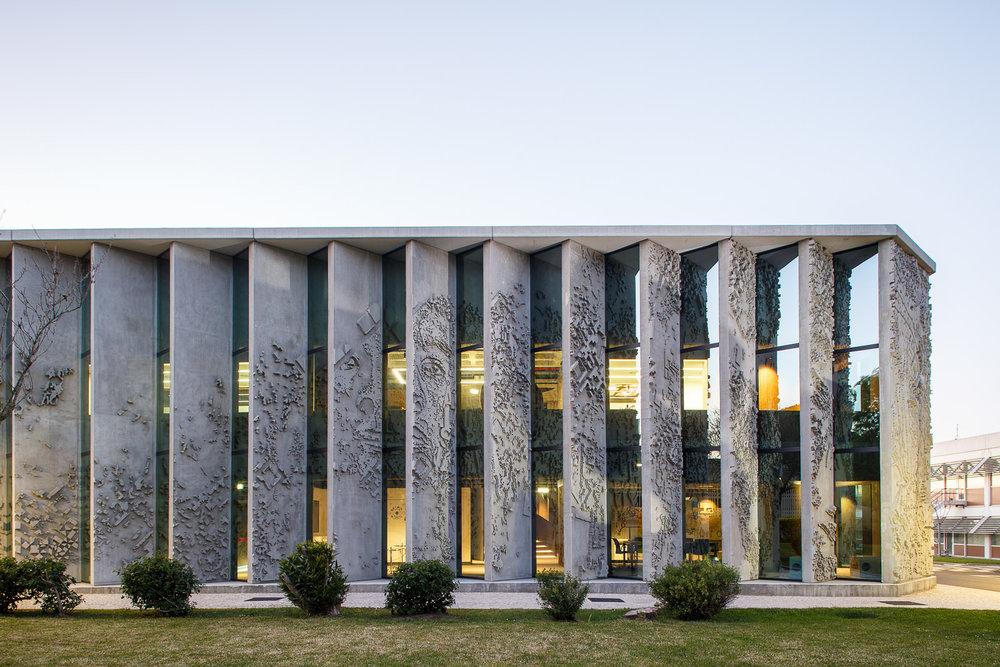 Edifício sede GS1 Portugal, intervenção de Vhils na fachada, Lisboa