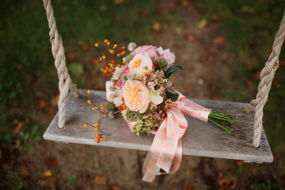 leslierandy_flowersonswing.jpg