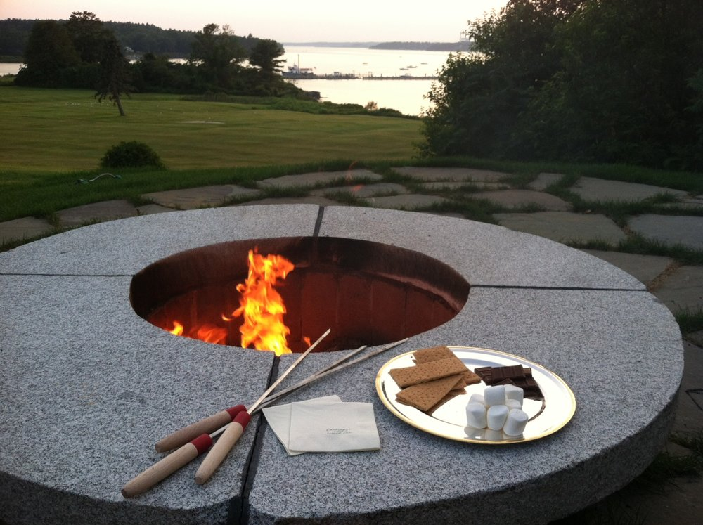 Nightly Bonfires - As the sun goes down, snuggle up next to the fire pit and delight in gooey, chocolatey s'mores. The simple pleasures of a starlit night and the perfectly roasted marshmallow are for guests of all ages. For the adults, we happily offer beer and wine. Enjoy live music each Thursday in July and August by a local guitarist.