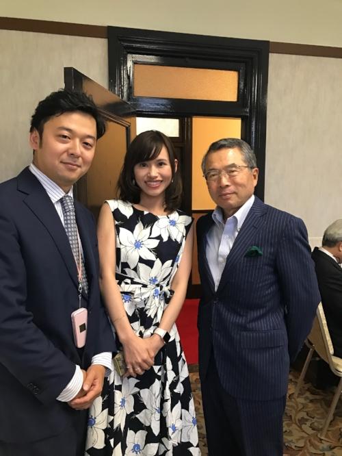 日本のモバイル産業を作られた、世界を代表する起業家である千本倖生様にもお越しいただきました。中央はPalo Alto Insight CEO石角友愛 。