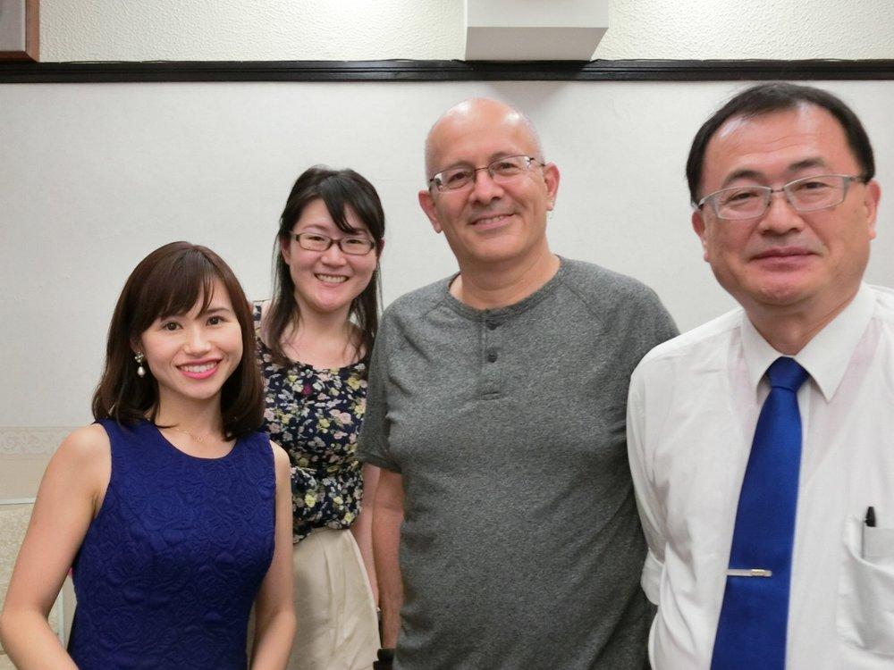 イスラエルMicrosoft R&D Center Director のヨラム氏、参加者のみなさんと一緒に。