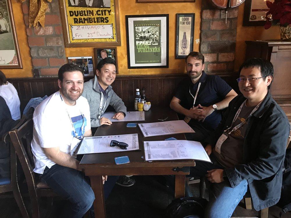友人とのランチ。左からアップルのエンジニア、弊社CTO長谷川、グーグルの研究者、バイオ系の研究者。