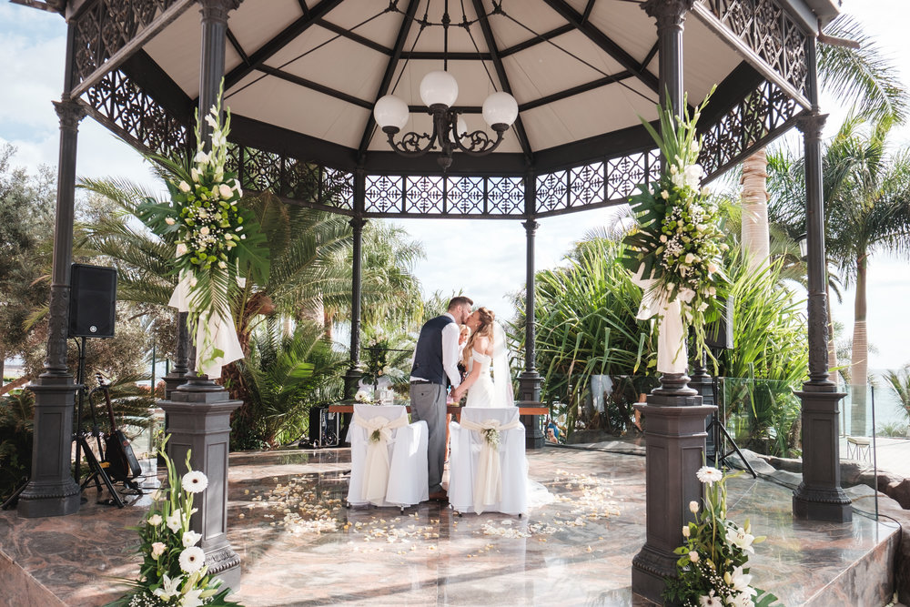 Ceremony set up and basic decor included in venue hire fee