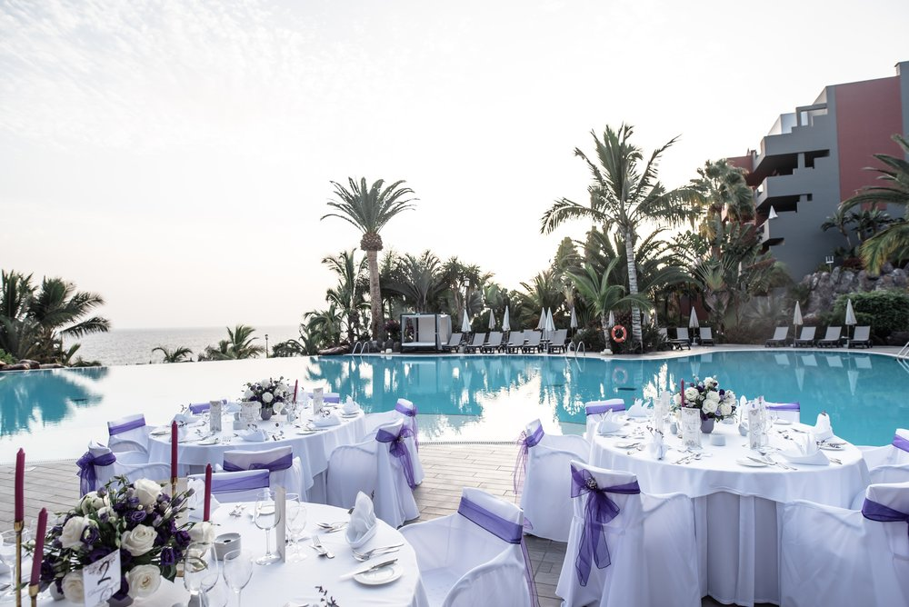 Infinity pool & sea views