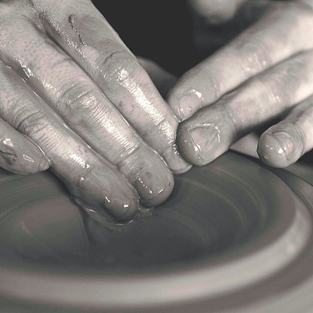 🔹beginner ceramics lessons🔹 I'm offering a 2 session beginner ceramics class, May 12th & 19th. We will learn the basics of hand building and wheel throwing. I have 2️⃣ spots left! If you're interested message me your email address and I'll send the details. 📷 @mjmparks  #wip #etsyshop #etsy #clay #clayisbae #madeintn #makersgonnamake #makersmovement #handmade #pottery #pottersofinstagram #cone6 #stoneware #madeinaskutt #memphisartist #choose901
