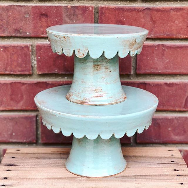 Happy Saturday, friends! 🌻 #etsyshop #etsy #clay #clayisbae #madeintn #makersgonnamake #makersmovement #handmade #pottery #pottersofinstagram #cone6 #stoneware #madeinaskutt #memphisartist #choose901