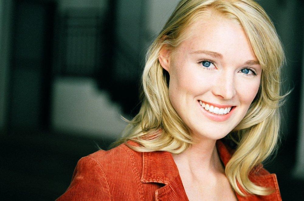 Chloe Lenihan headshot 3.jpg