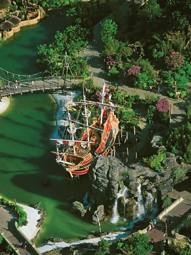 Green dyed waterways at Pirates of the Carribean attraction