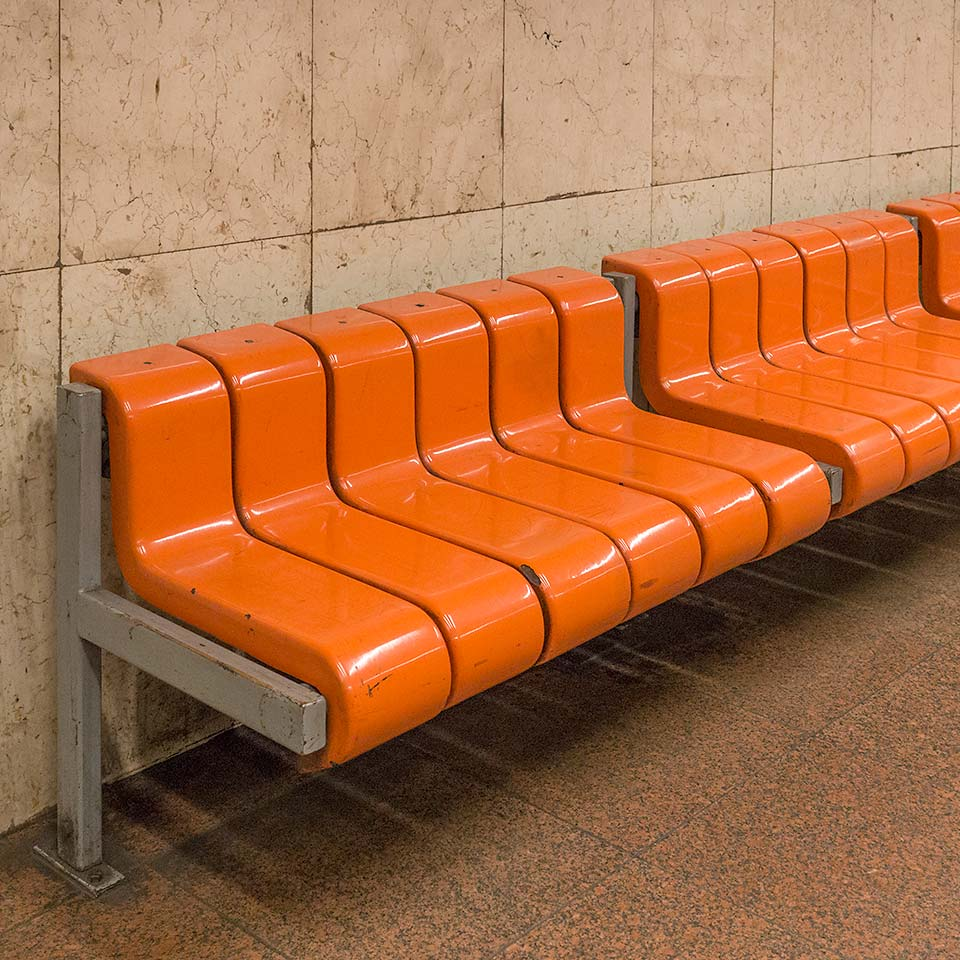 The Hungarian commies sure did good benches. Arany János utca station (1981)