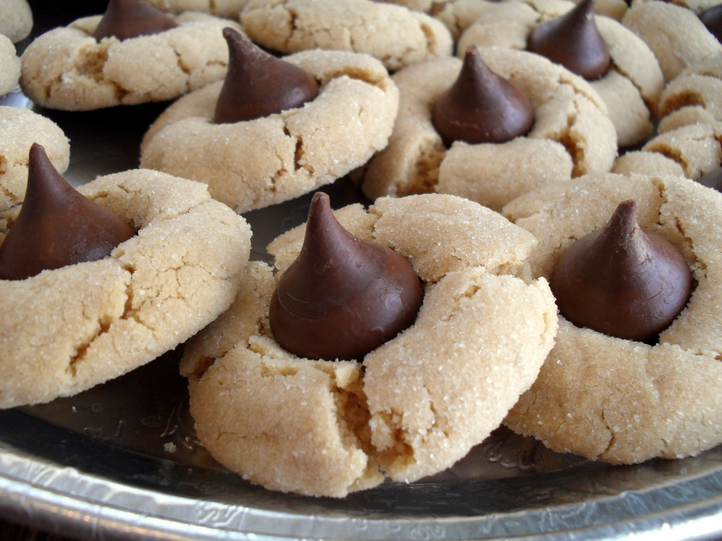 Peanut Butter Blossom Cookies. www.suzdaily.com