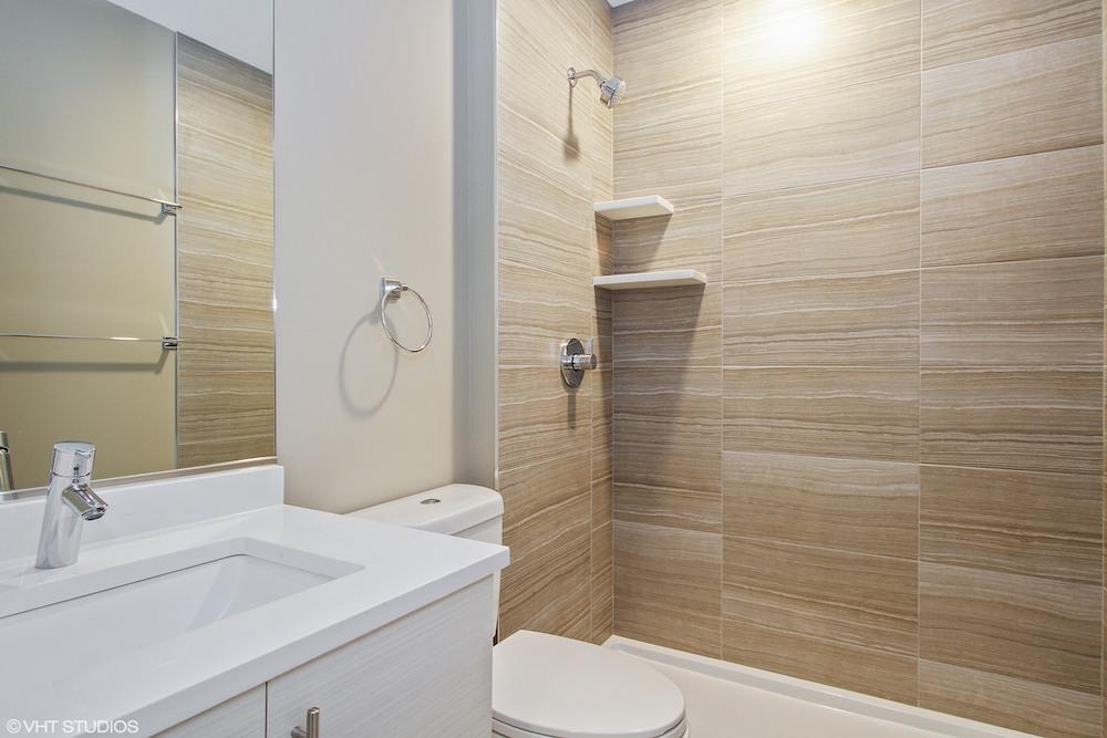 21_1361EMarquette_323_Bathroom_web.jpeg