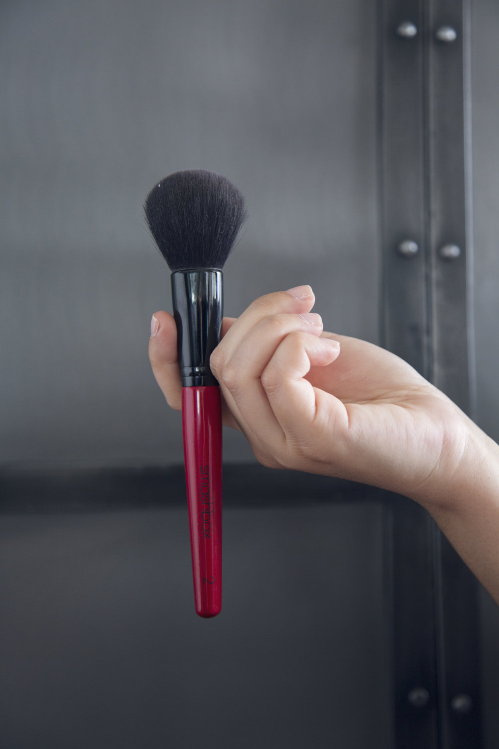 SMASHBOX favorite powder brush to set your makeup